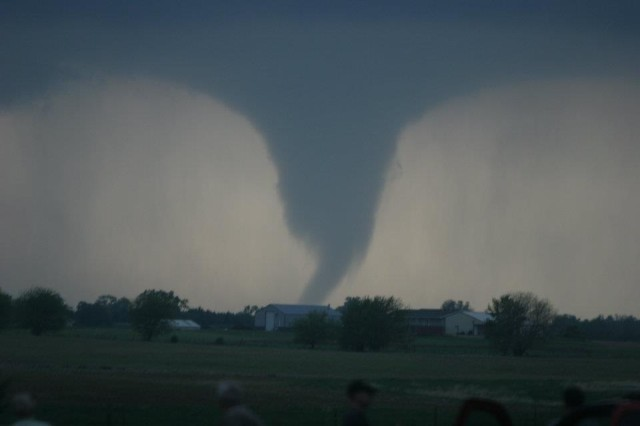 "After Kansas Tornado, Residents ""lucky to be alive."""