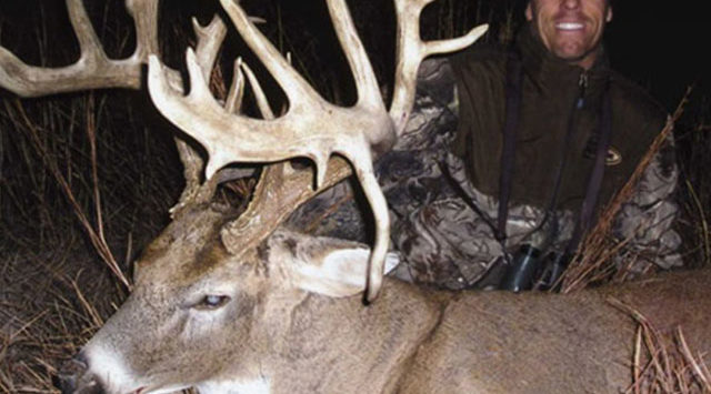 Federal prosecutors want a celebrity hunter from Tennessee to spend three months in jail for violating probation in a Kansas case.