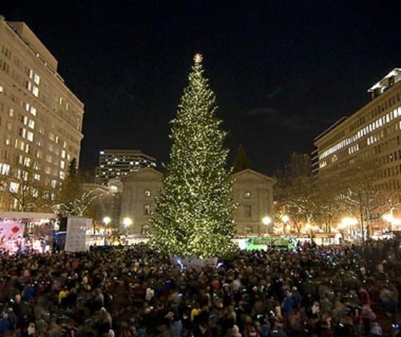 65-foot Christmas tree lights up Manhattan