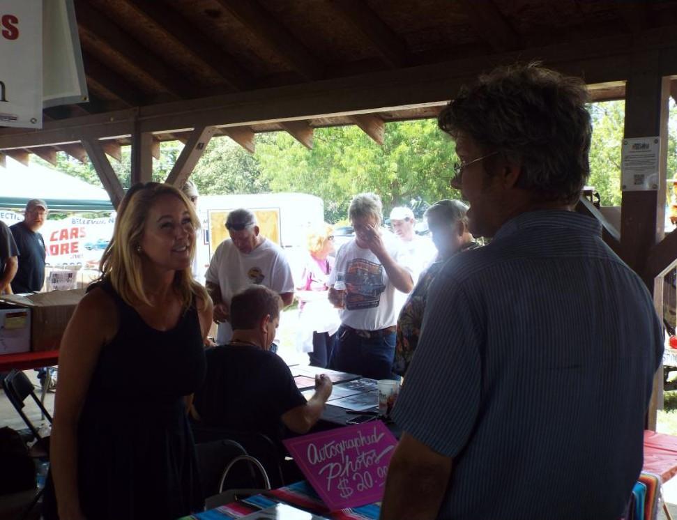 Erin Murphy talks with a fan.