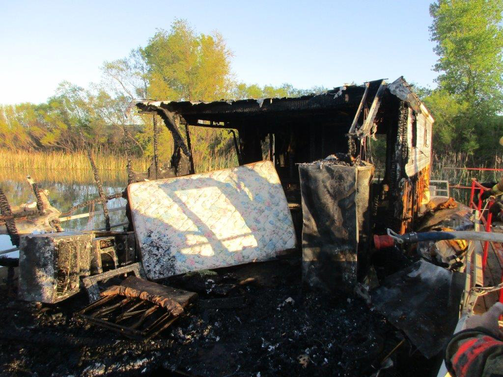 Fire Destroys Houseboat