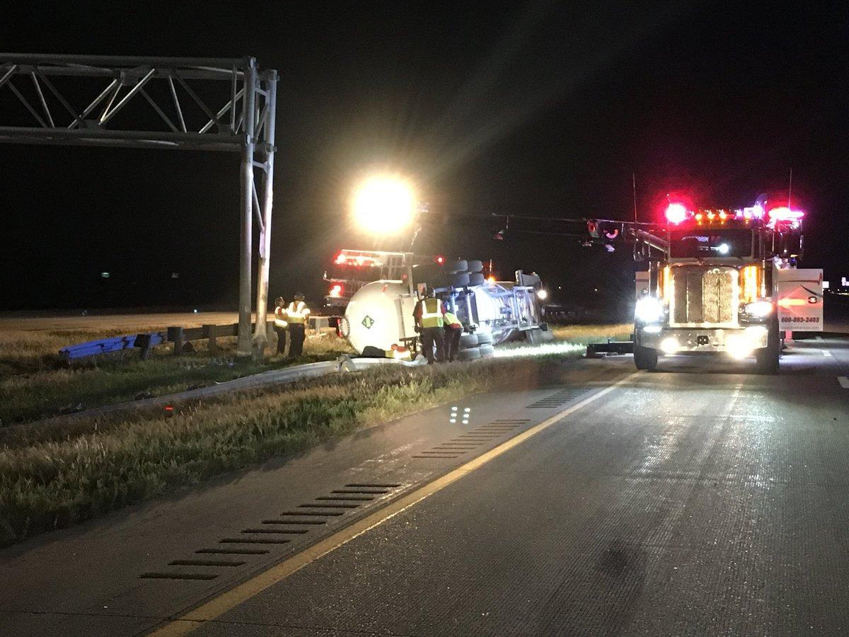 Update: KDOT Says 50k Damage to Sign after Truck Crashes